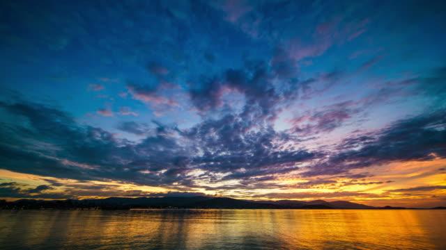 海 4 K の時間の経過に沈む夕日