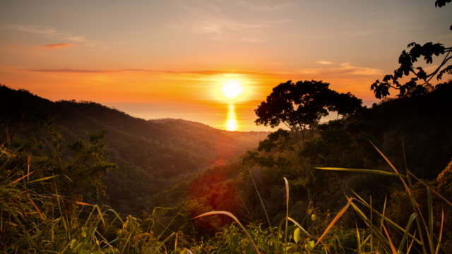 t/l sunset over the sea in costa rica - costa rica video stock e b–roll