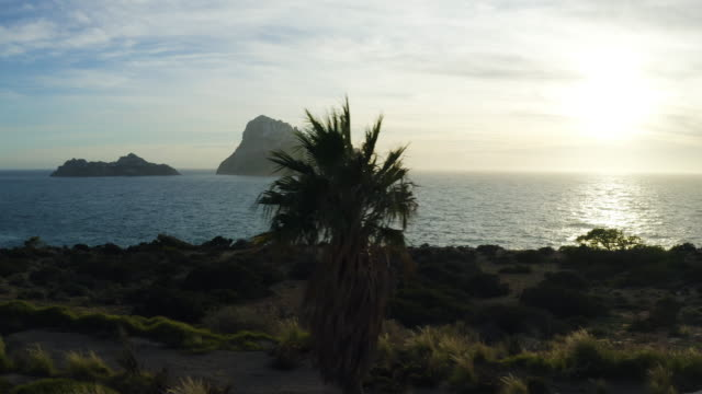 イビサ島の海に沈む夕日 - エスゼー。4k - イビサ島点の映像素材/bロール