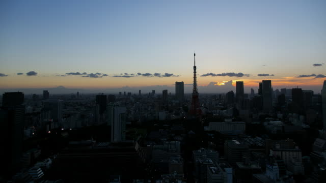 WS T/L Sunset over Tokyo Tower and Roppongi and Kamiyacho area / Tokyo, Japan