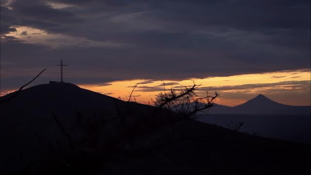sunset, religious cross, silhouette, masaya, nicaragua, september 2011 - マサヤ県点の映像素材/bロール