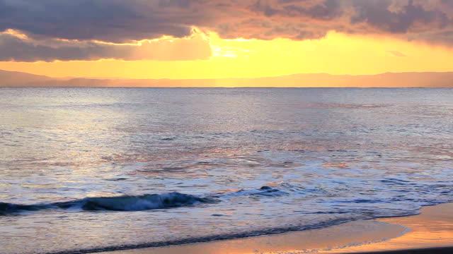 stockvideo's en b-roll-footage met sunset scene on the sea. - plusphoto