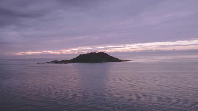 vídeos y material grabado en eventos de stock de sunset scenery of biyangdo in hallim county / jeju-si, jeju-do, south korea - overcast