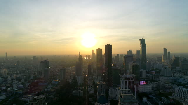 vídeos de stock e filmes b-roll de sunset scenery of downtown district / bangkok, thailand - bangkok