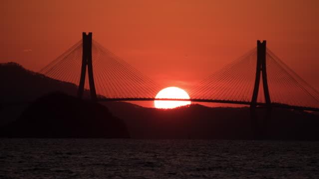 sunset scenery of geogadaegyo bridge / geoje-si, gyeongsangnam-do, south korea - south pacific ocean点の映像素材/bロール