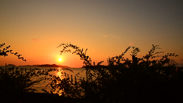 stockvideo's en b-roll-footage met sunset scenic on the island - hd format