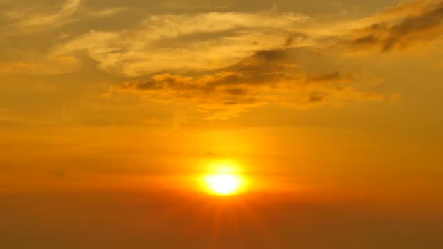 sunset sky and cloudscape - full hd format bildbanksvideor och videomaterial från bakom kulisserna