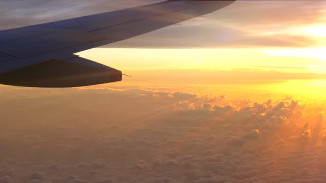 stockvideo's en b-roll-footage met sunset sky van het vliegtuig - aircraft point of view