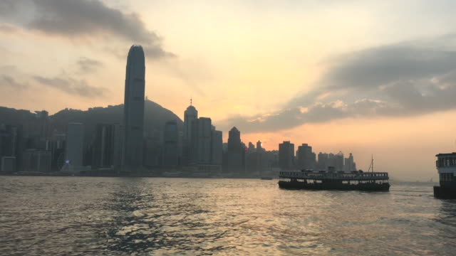 stockvideo's en b-roll-footage met zonsondergang, star ferry hong kong victoria harbour - star ferry