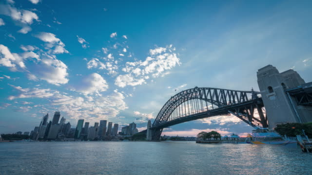 vídeos de stock, filmes e b-roll de sunset, sydney harbour bridge - sydney australia