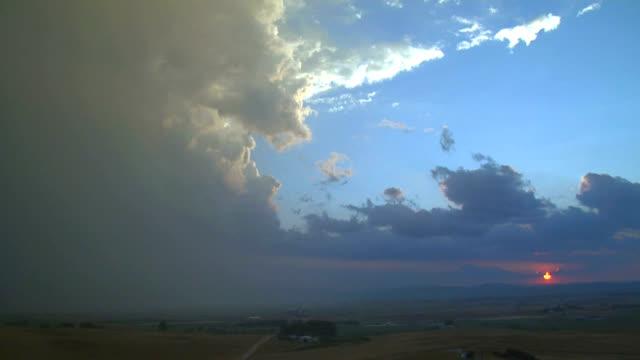 sunset thunder cloud, timelapse - cumulonimbus stock videos & royalty-free footage