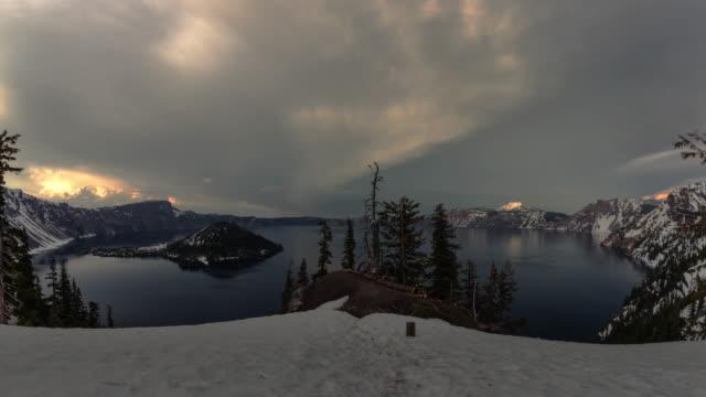 sunset til' dark at crater lake - オレゴン州クレーター湖点の映像素材/bロール
