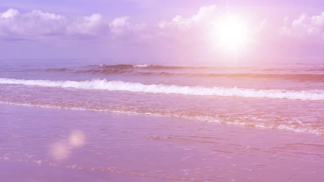 Sonnenuntergang. Sanften Wellen auf den Ozean