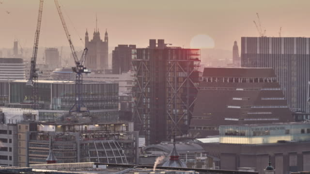 a sunset time lapse over the city of london, with a slight ken burns zoom into the sun - victoria tower stock videos & royalty-free footage