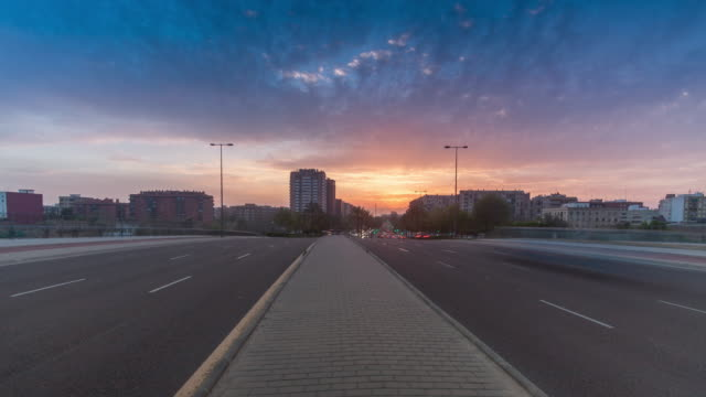 4k sunset time lapse traffic in bulevar avenue - bulevar stock-videos und b-roll-filmmaterial