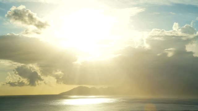 stockvideo's en b-roll-footage met sunset time lapse view tropical cloudscape tahiti island - tahiti