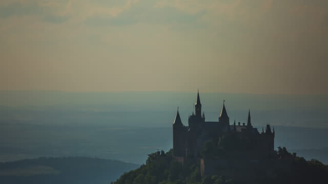 t/l sunset timelapse at castle hohenzollern in germany - close-up - おとぎ話点の映像素材/bロール