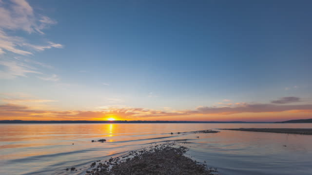 t/l sunset timelapse at lake starnberg, bavaria, germany - sonnenuntergang stock videos & royalty-free footage