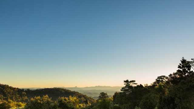 vídeos de stock, filmes e b-roll de sunset timelapse at lamington national park, queensland, australia - céu claro