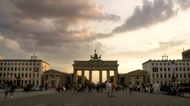 sunset timelapse: berlin cityscape at brandenburg gate - pedestrian zone stock videos & royalty-free footage