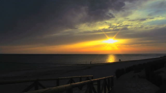 stockvideo's en b-roll-footage met sunset timelapse near the sea.hd - 40 seconds or greater