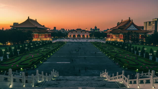 sunset timelapse of chiang kai-shek memorial hall - chiang kaishek memorial hall stock videos & royalty-free footage