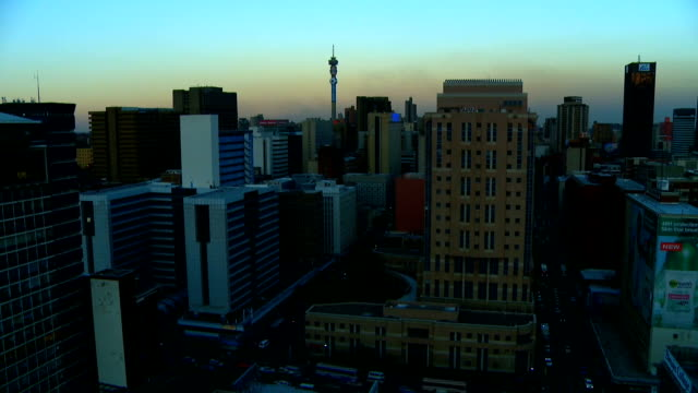 vídeos de stock e filmes b-roll de sunset time-lapse of city during the day/ johannesburg/ south africa - joanesburgo