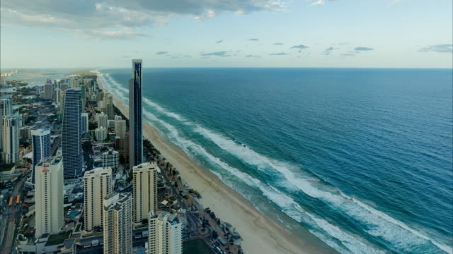 vídeos y material grabado en eventos de stock de 4k sunset timelapse of gold coast from an elevated point of view - gold coast