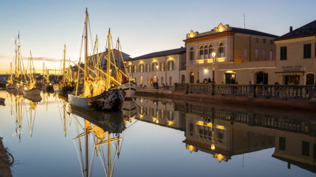 sunset timelapse of porto canale in cesenatico, italy, during christmas time - barca da diporto video stock e b–roll