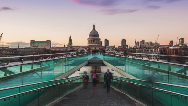 uhd sunset timelapse of the millennium bridge with st paul cathedral and crowd of tourists and commuters walking in london, uk - pedestrian walkway stock videos & royalty-free footage