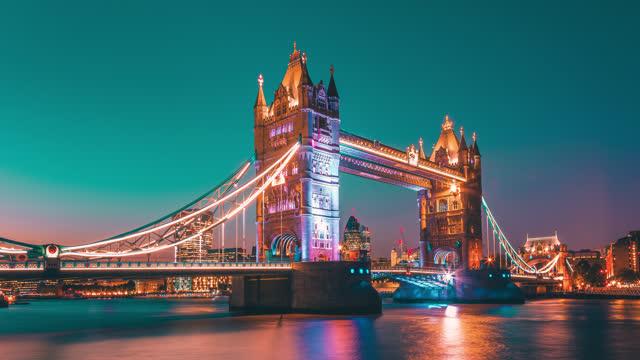 uhd sunset timelapse of tower bridge in london. uk - district stock videos & royalty-free footage