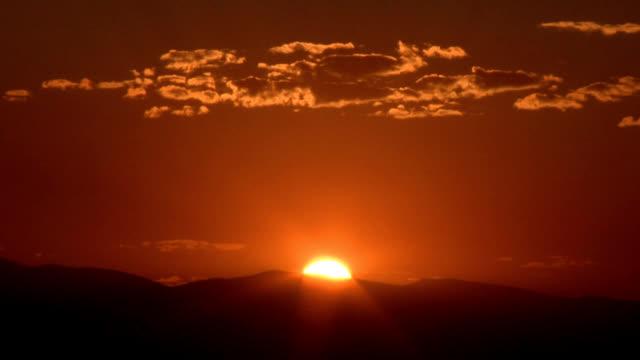 vídeos de stock, filmes e b-roll de sunset, timelapse - só céu
