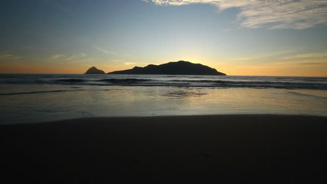 sunset timelapse with island on the background, mazatlan mexico beach - sea of cortez stock videos & royalty-free footage