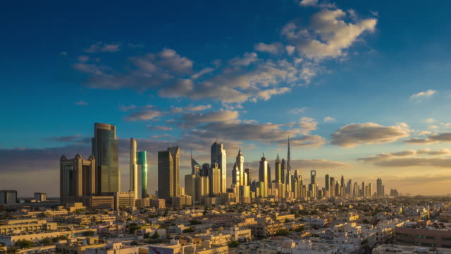 vidéos et rushes de sunset to dusk dubai downtown skyline - plan large