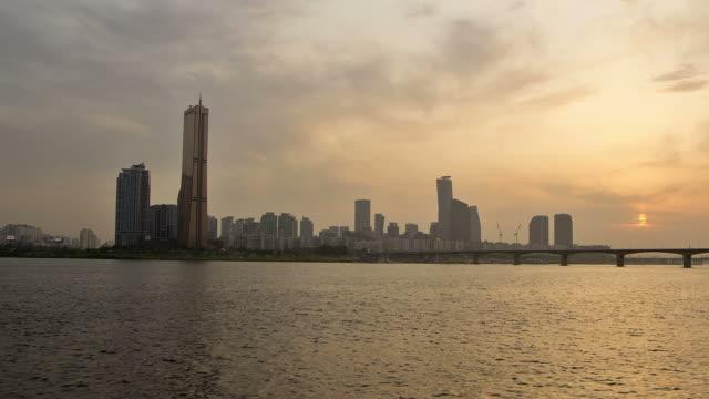 sunset to night view of 63 building and wonhyodaegyo bridge - sunset to night stock videos & royalty-free footage