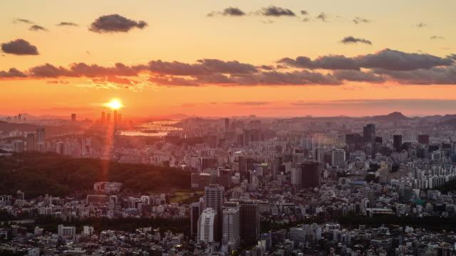 vidéos et rushes de sunset to night view of gangnam-gu district and han river, seoul - couches superposées