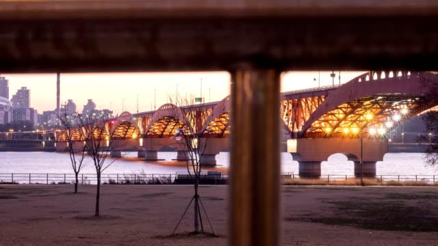 sunset to night view of seongsandaegyo bridge and hangang park - sunset to night stock videos & royalty-free footage