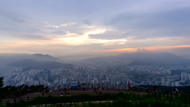 vídeos de stock, filmes e b-roll de sunset to night view of tourists watching the cityscape and hwangnyeongsan mountain - 1 minuto ou mais