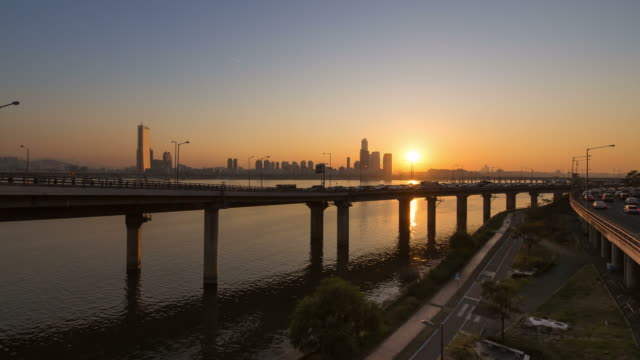 sunset to night view of traffic moving on gangbyeonbungno highway and skyscrapers at yeouido over the han river - sunset to night stock videos & royalty-free footage