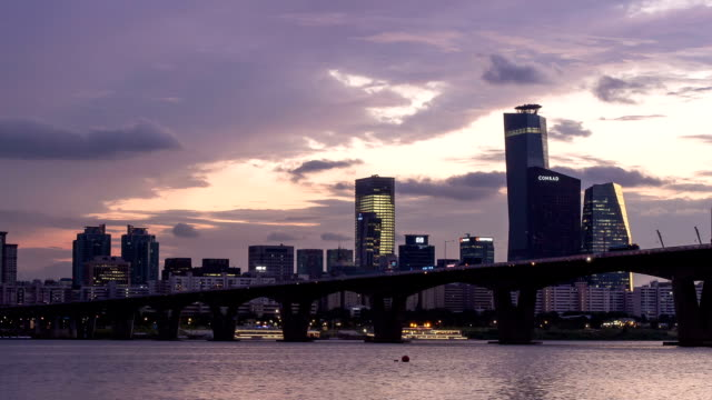 sunset to night view of wonhyodaegyo bridge and yeouido business district - sunset to night stock videos & royalty-free footage
