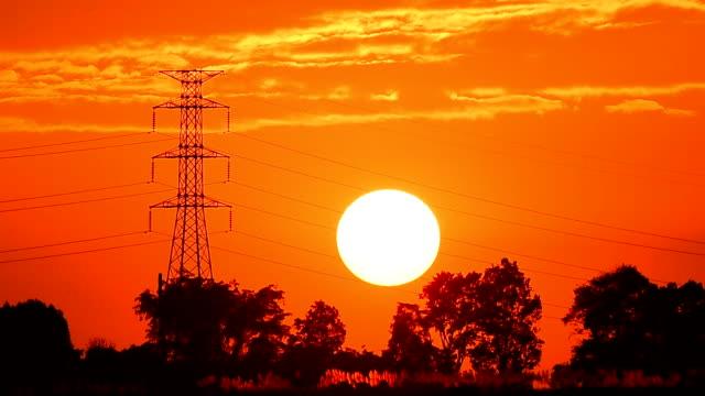 sunset - traliccio elettrico video stock e b–roll