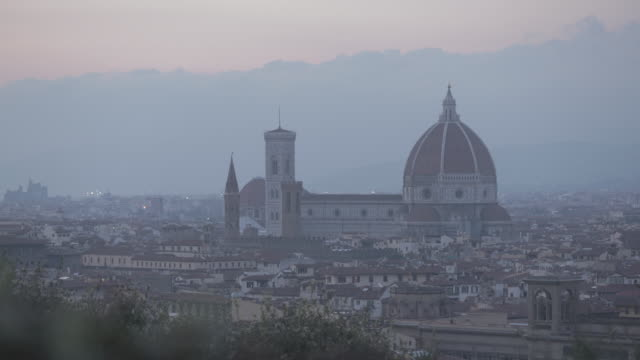 sunset view of basilica di santa maria del fiore or known as duomo - fiore stock videos & royalty-free footage