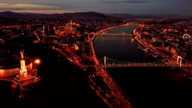 sunset view of budapest - chain bridge suspension bridge stock-videos und b-roll-filmmaterial