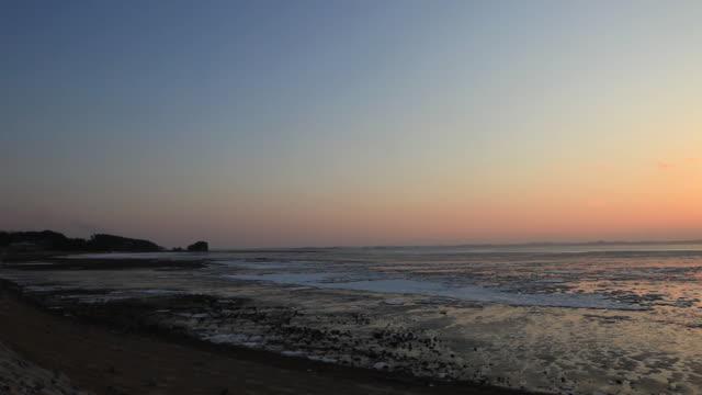 sunset view of cheonsuman bay - romantische stimmung stock-videos und b-roll-filmmaterial