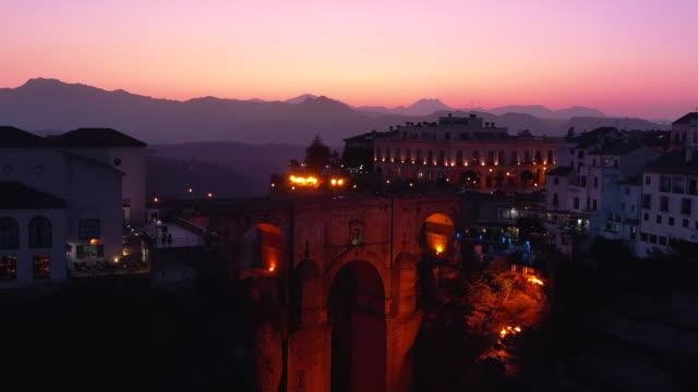 vídeos de stock e filmes b-roll de sunset view of puente nuevo and nearby area / ronda, spain - cidade pequena