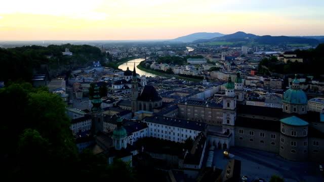blick auf den sonnenuntergang von salzburg - hd format stock-videos und b-roll-filmmaterial