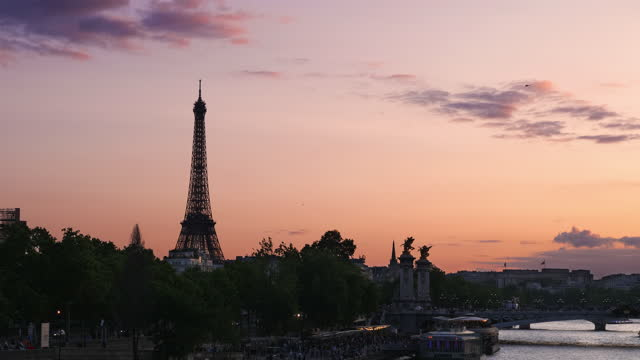 sunset view of seine river and eiffel tower / paris, france - riverbank stock videos & royalty-free footage