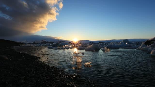 sunset view over jokulsarlon glacier lagoon in vatnajokull national park, iceland - 風致地区点の映像素材/bロール