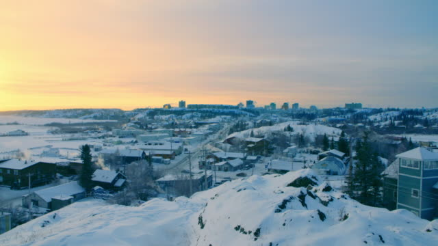 stockvideo's en b-roll-footage met sunset view over yellowknife, northern canada - noord