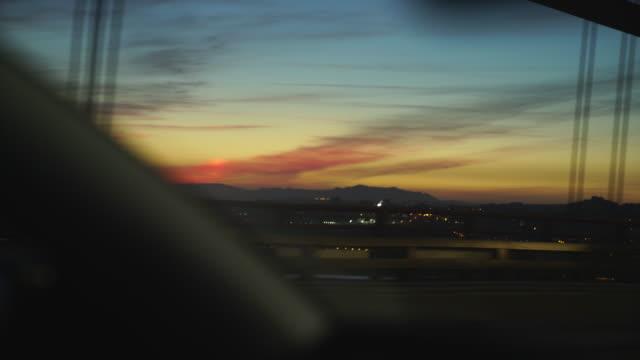 vídeos y material grabado en eventos de stock de atardecer mientras viaja en un coche sobre un puente con tráfico - portugal